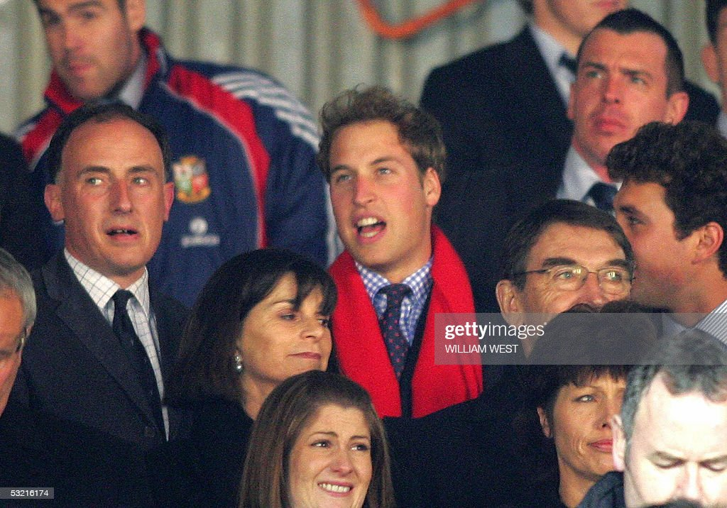 Britain's Prince William (C) supports th : News Photo