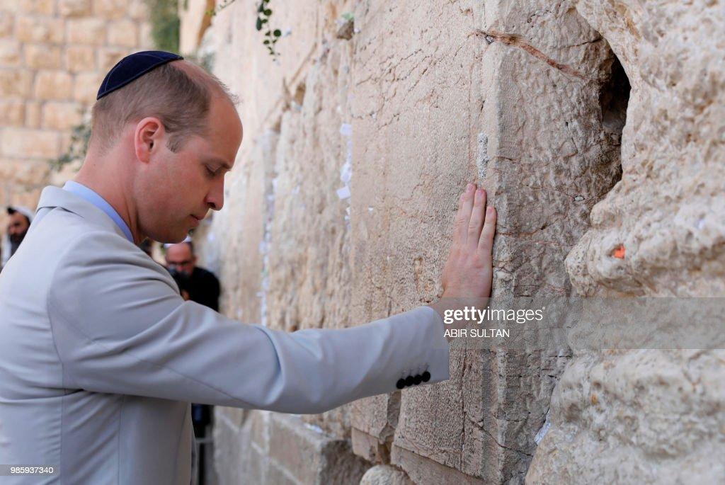 TOPSHOT-ISRAEL-BRITAIN-DIPLOMACY-ROYALS : News Photo