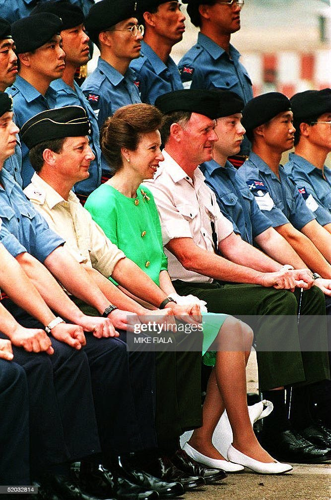 Britain's Princess Anne poses with a group of Brit : News Photo