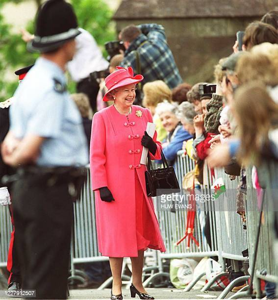 Britain's Queen Elizabeth 11 arrives at Llandaff Cathedral 26 May 1999. She will later attend Crickhowell House for the official opening of the...