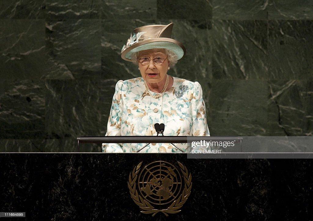 Britain's Queen Elizabeth II addresses t : News Photo