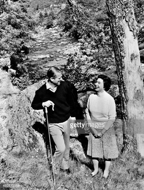 Britain's Queen Elizabeth II and Prince Philip Duke of Edinburgh pose at Balmoral Castle in Aberdeenshire on October 31 1972 / AFP PHOTO / CENTRAL...