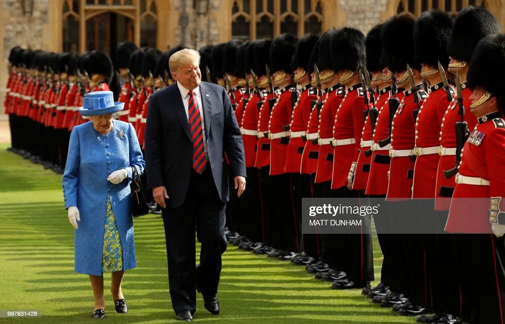 Britain's Queen Elizabeth II (L) and US President Donald Trump (R) inspect the guard of honour formed of the Coldstream Guards during a welcome ceremony at Windsor Castle in Windsor, west of London, on July 13, 2018 on the second day of Trump's UK visit. - US President Donald Trump launched an extraordinary attack on Prime Minister Theresa May's Brexit strategy, plunging the transatlantic 'special relationship' to a new low as they prepared to meet Friday on the second day of his tumultuous trip to Britain.