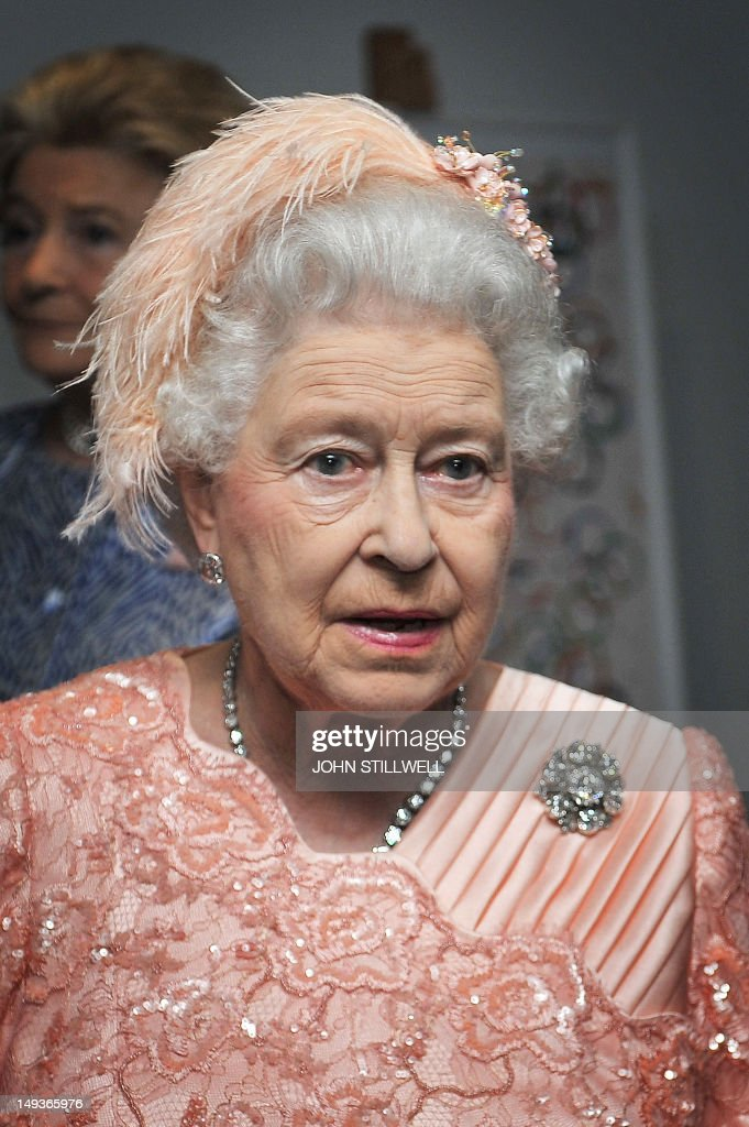 Britain's Queen Elizabeth II arrives on  : News Photo