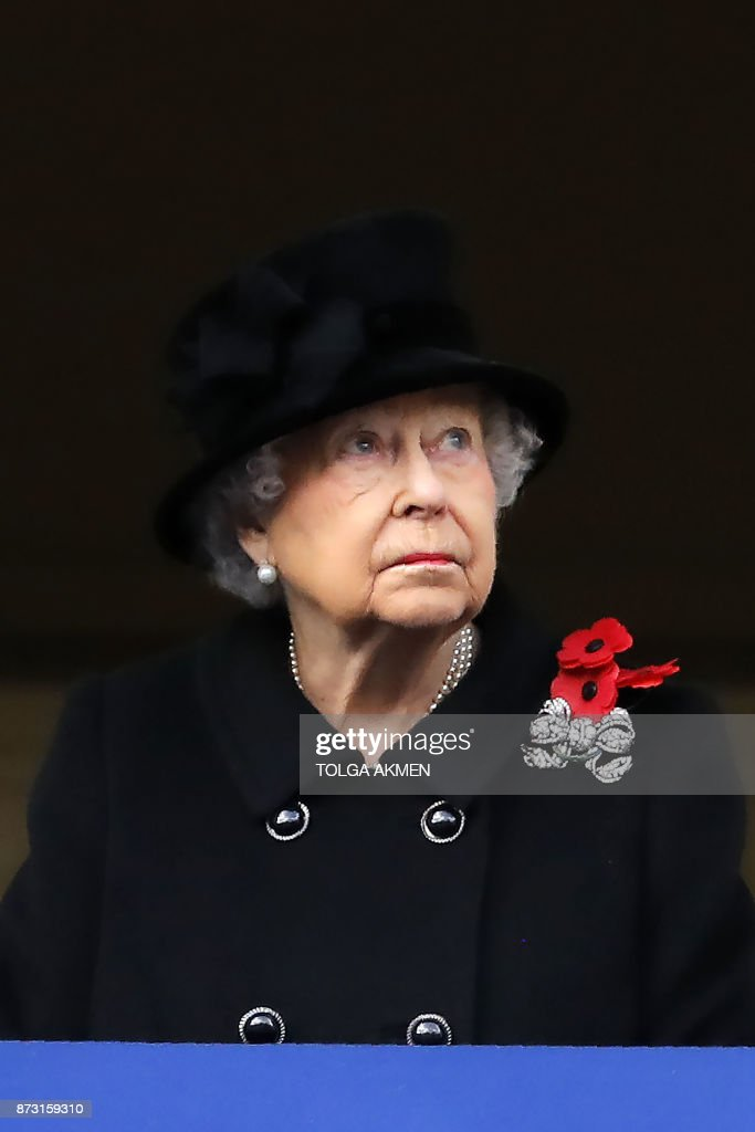Britain's Queen Elizabeth II attends the Remembrance Sunday ceremony at the Cenotaph on Whitehall in central London, on November 12, 2017. Services are held annually across Commonwealth countries during Remembrance Day to commemorate servicemen and women who have fallen in the line of duty since World War I. / AFP PHOTO / Tolga AKMEN