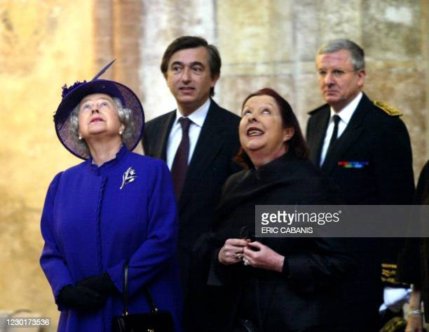 Britain's Queen Elizabeth II , Deputy Health Minister and Mayor of Toulouse Philippe Douste-Blazy and a guide visits the monastery, Cloitre des...