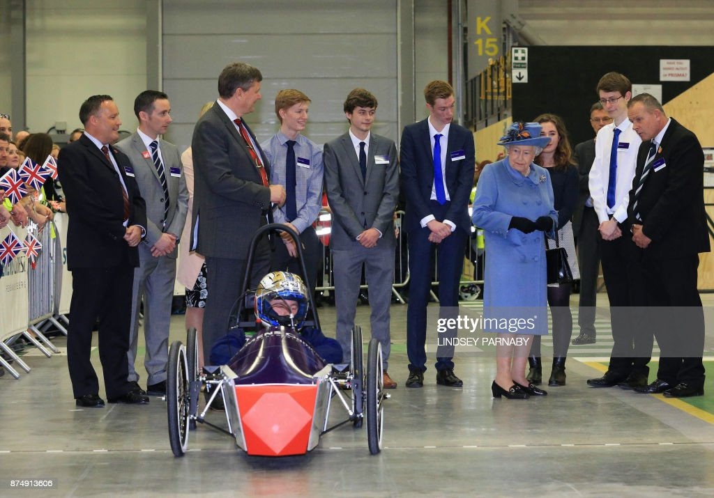 Britain's Queen Elizabeth II gestures during her visit to the Siemens Gamesa Renewable Energy wind turbine blade factory in Kingston upon Hull, in northern England on November 16, 2017. / AFP PHOTO / POOL / Lindsey Parnaby