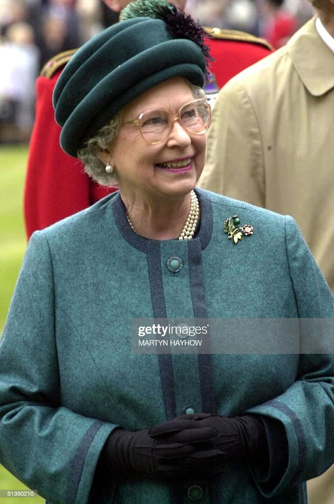 Britain's Queen Elizabeth II in her role as Colone : News Photo