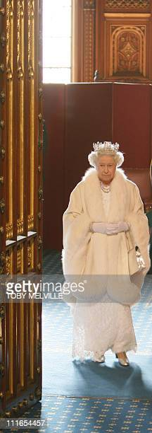 Britain's Queen Elizabeth II leaves the House of Lords, in Westminster, in London, 06 November 2007, after the State Opening of Parliament. /WPA POOL