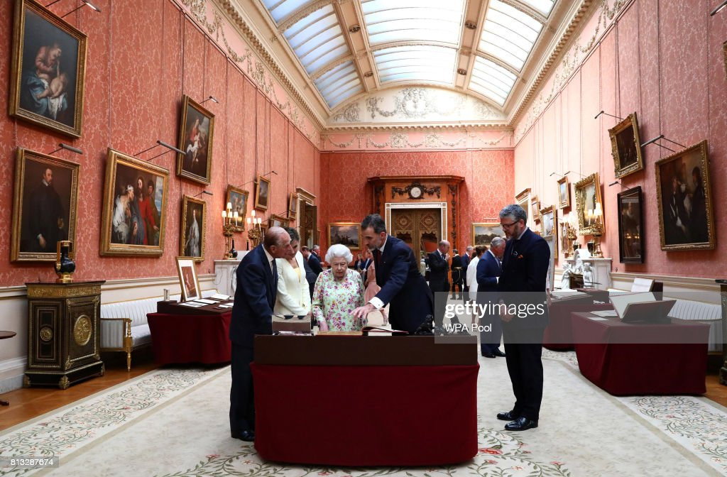Britain's Queen Elizabeth II, Prince Philip, Duke of Edinburgh and King Felipe VI of Spain and Queen Letizia of Spain look at a display of Spanish items from the Royal Collection at Buckingham Palace on July 12, 2017 in London, England. This is the first state visit by the current King Felipe and Queen Letizia, the last being in 1986 with King Juan Carlos and Queen Sofia.
