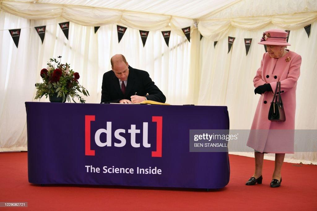 BRITAIN-ROYALS-SCIENCE-DEFENCE : News Photo