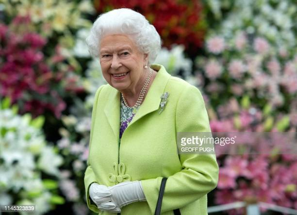 TOPSHOT Britain's Queen Elizabeth II visits the 2019 RHS Chelsea Flower Show in London on May 20 2019 The Chelsea flower show is held annually in the...