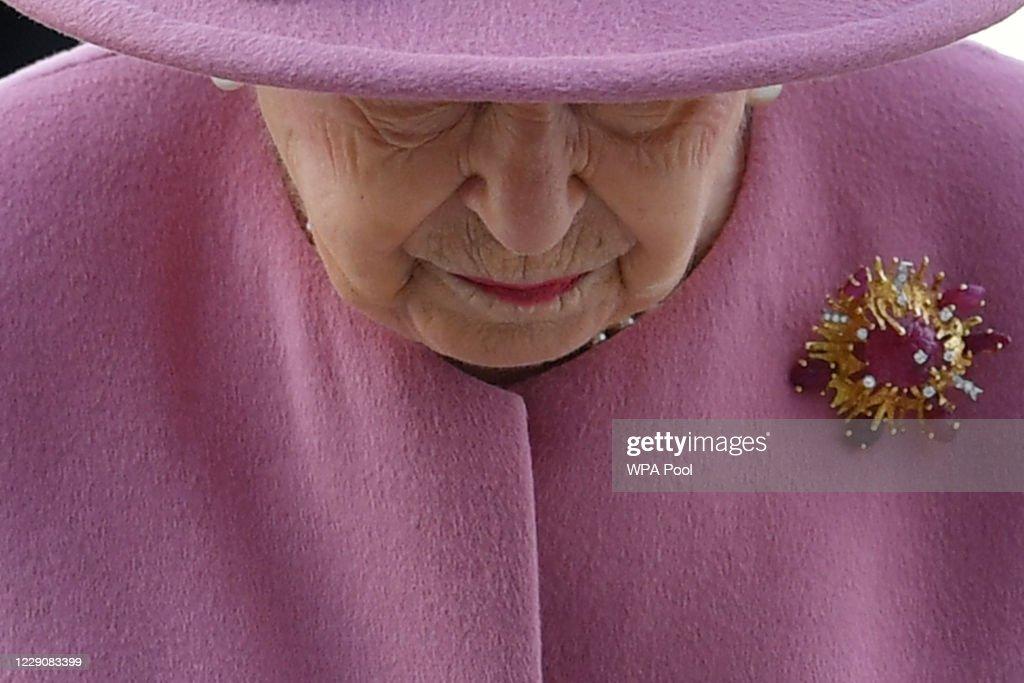 The Queen And Duke Of Cambridge Visit Dstl Porton Down : News Photo