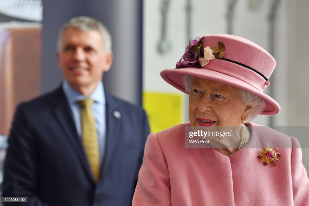 The Queen And Duke Of Cambridge Visit Dstl Porton Down : News Photo