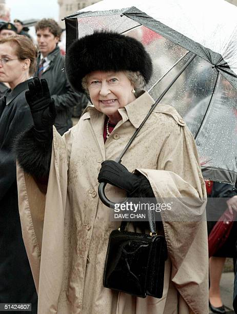 Britain's Queen Elizabeth II wave to well wishers 13 October 2002 after the wreath laying ceremony at the Tomb of the Unknown Soldier in Ottawa...