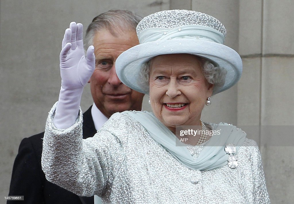 Britain's Queen Elizabeth II, waves from : News Photo