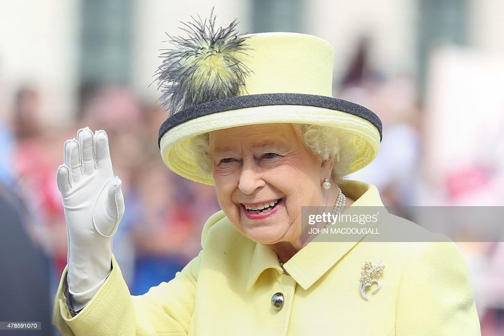 Britain's Queen Elizabeth II waves to the crowd as she walks across the Pariser Platz near Berlin's landmark Brandenburg Gate on June 26, 2015 on her way to leave Berlin. British Queen Elizabeth II ends her three-day visit to Germany. BERRY