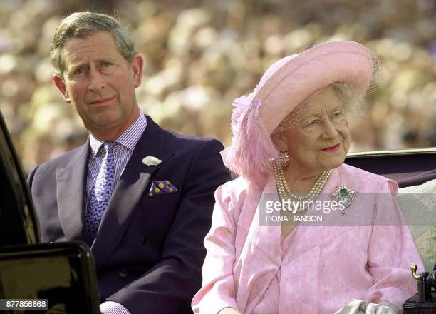 Britain's Queen Elizabeth the Queen Mother arrives 19 July 2000 with her grandson the Prince of Wales Prince Charles for a pageant on London's Horse...