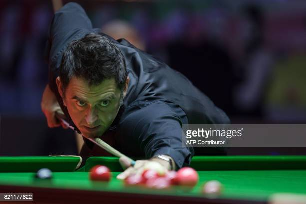 Britain's Ronnie O'Sullivan plays a shot during the final of the Hong Kong Masters snooker tournament on July 23 2017 / AFP PHOTO / DALE DE LA REY