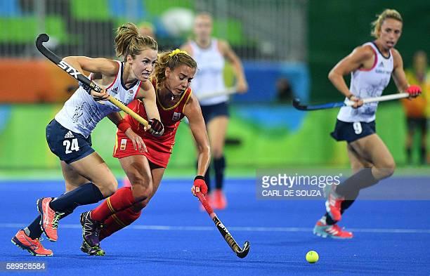 Britain's Shona McCallin vies with Spain's Cristina Guinea during the women's quarterfinal field hockey Britain vs Spain match of the Rio 2016...