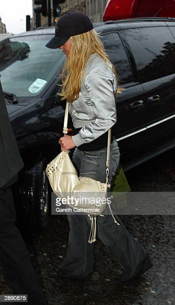 Brithey Spears arrives at the Mandarin Oriental Hotel January 22 2004 in Central London