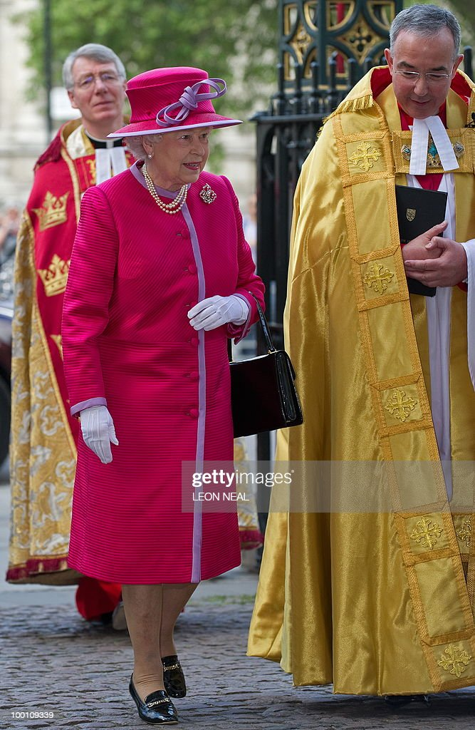 Britiain's Queen Elizabeth (C) arrives to attend a service to mark the 450th anniversary of the granting of their Royal Charter by Queen Elizabeth I, at Westminster Abbey in central London on May 21, 2010. AFP PHOTO/Leon Neal