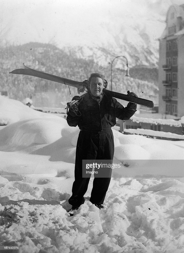 British actor and director Charles Laughton at skiing in Switzerland. About 1935. Photograph. (Photo by Imagno/Getty Images) Der britische Schauspieler und Regisseur Charles Laughton beim Skifahren in der Schweiz. Um 1935. Photographie.