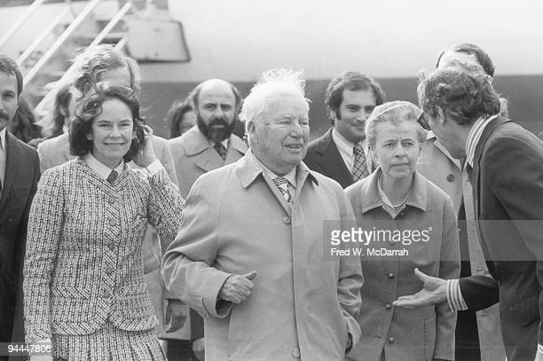 British actor comedian and film maker Charlie Chaplin and his wife Oona Chaplain arrive in New York were they are greeted by movie executive Mo...