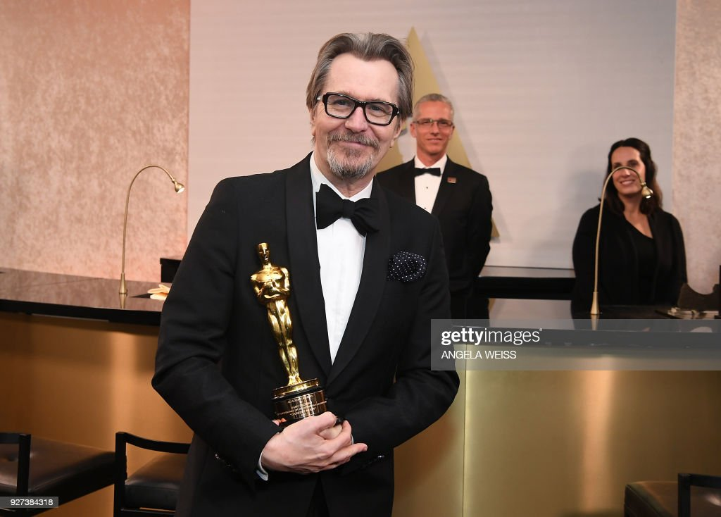 TOPSHOT - British actor Gary Oldman, winner of Best Actor for Darkest Hour poses in the with the Oscar during the 90th Annual Academy Awards on March 4, 2018, in Hollywood, California. /