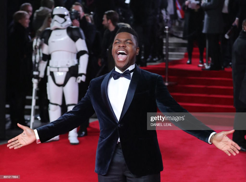 TOPSHOT - British actor John Boyega poses on the red carpet for the European Premiere of Star Wars: The Last Jedi at the Royal Albert Hall in London on December 12, 2017. / AFP PHOTO / Daniel LEAL