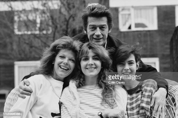 British actor John Hurt with British actresses Samantha Eggar, Natasha Richardson and Phoebe Nicholls during a photo call for Anton Chekhok's 'The...