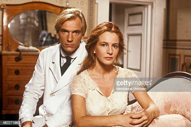 British actor Julian Sands and Italian actress Giuliana De Sio looking into the camera in the film The wicked Italy 1991
