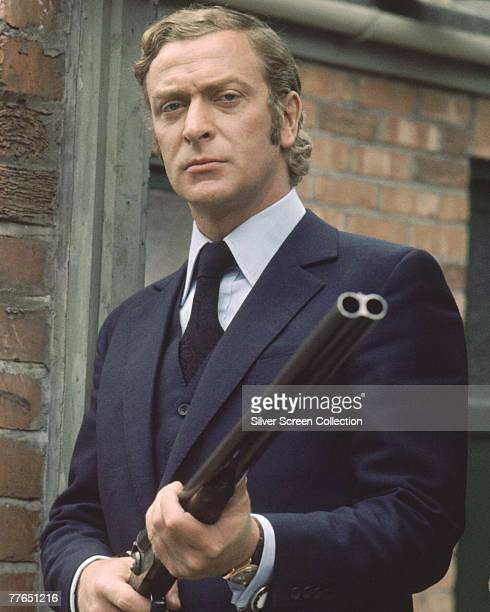 British actor Michael Caine toting a shotgun on the set of 'Get Carter', circa 1971.