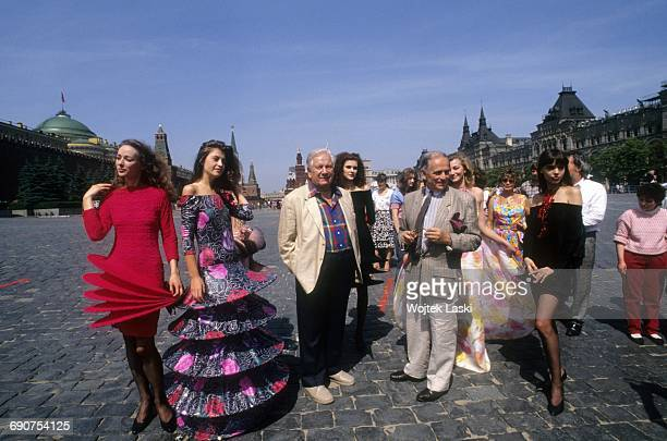 British actor Peter Ustinov fashion designer Pierre Cardin and his models at the Red Square in Moscow Russia in 1989