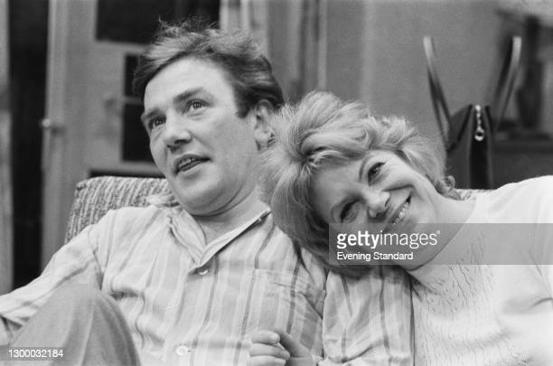 British actors Albert Finney and Rachel Roberts , UK, 24th January 1972. They are starring together in the play 'Alpha Beta' at the Royal Court...