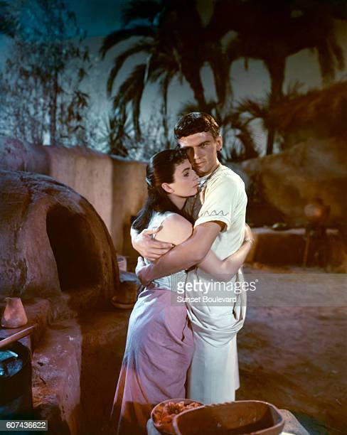 British actors Jean Simmons and Edmund Purdom on the set of The Egyptian directed by Michael Curtiz