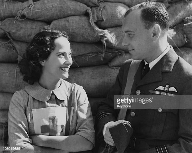 British actors Ralph Richardson and Merle Oberon at Denham studios Buckinghamshire during the making of 'The Lion Has Wings' 11th September 1939 The...
