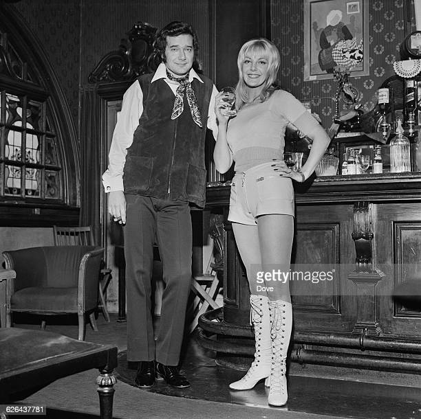 British actors Simon Oates and Aimi MacDonald in a London pub 4th March 1971 The pair are due to appear in Garson Kanin's play 'Born Yesterday' at...