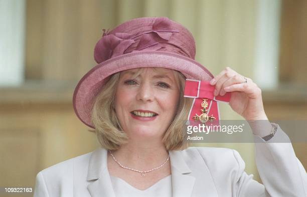 British Actress Alison Steadman OBE Outside Buckingham Palace after being invested with the OBE