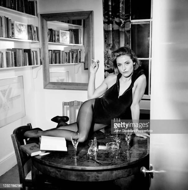 British actress Amanda Donohoe, photographed on 6th June, 1990.