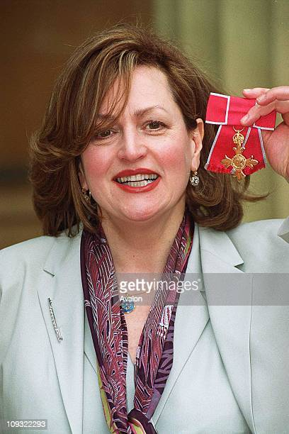 British Actress and Singer Barbara Dickson OBE Outside Buckingham Palace after receiving her OBE