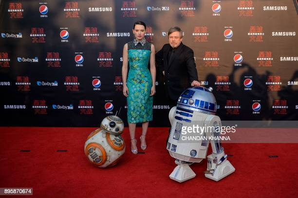 British actress Daisy Ridley US actor Mark Hamill with droids BB8 and R2D2 pose at the red carpet for the Chinese premiere of 'Star Wars The Last...