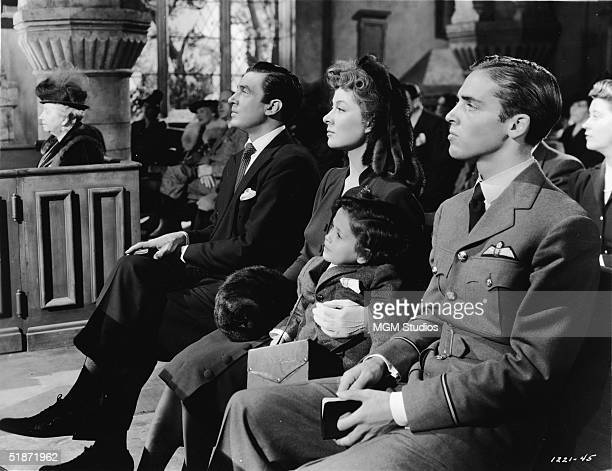 British actress Dame May Whitty Canadian actor Walter Pidgeon British actress Greer Garson American child actor Christopher Severn and American actor...