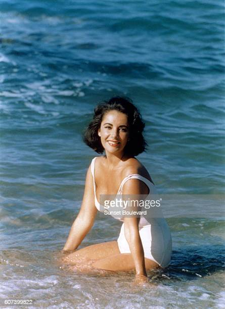 British actress Elizabeth Taylor on the set of Suddenly Last Summer directed by American director Joseph Mankiewicz