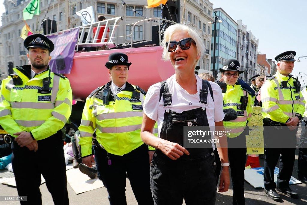 TOPSHOT-BRITAIN-POLITICS-ENVIRONMENT-CLIMATE-DEMONSTRATION : ニュース写真