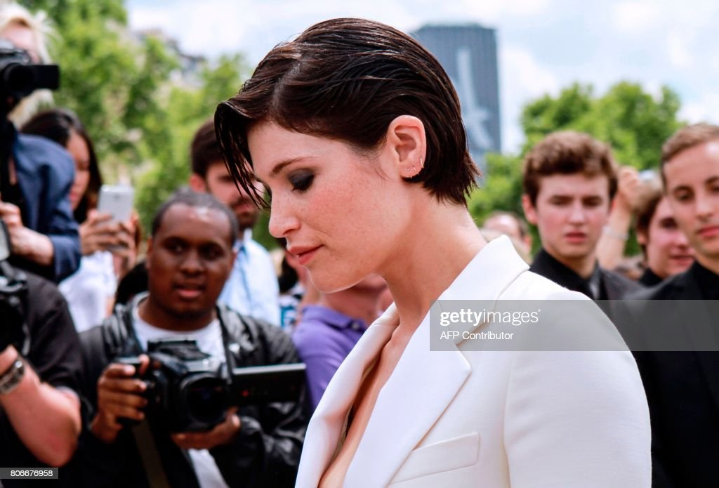 British actress Gemma Arterton arrives before Christian Dior 2017 fall/winter Haute Couture collection show in Paris on July 3, 2017. /