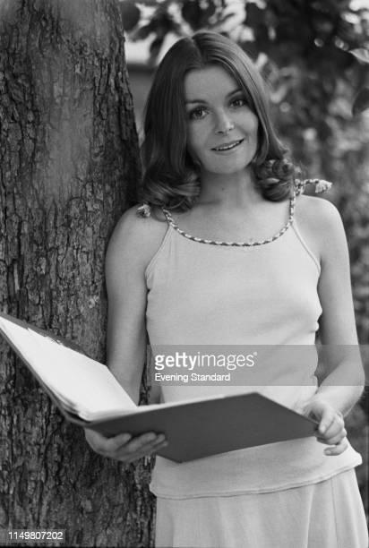 British actress Isla Blair, UK, 29th October 1975.