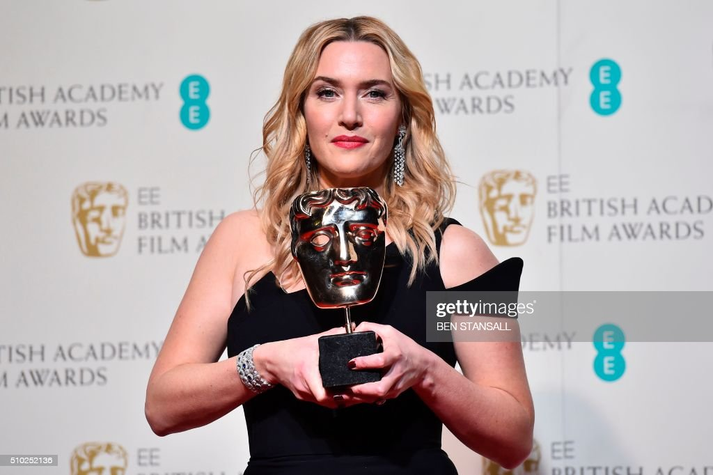 British actress Kate Winslet poses with the award for a supporting actress for her work on the film 'Steve Jobs' at the BAFTA British Academy Film Awards at the Royal Opera House in London on February 14, 2016. AFP / BEN