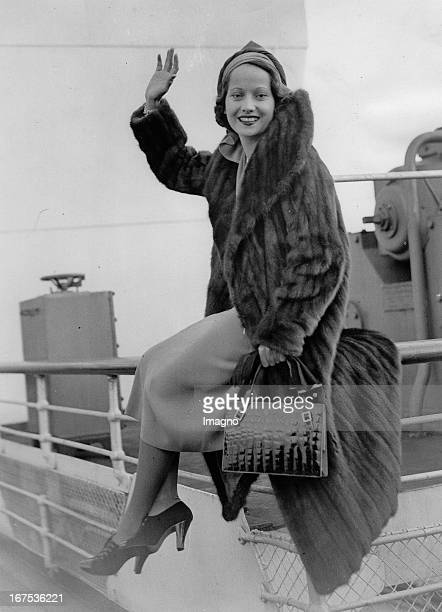 British actress Merle Oberon at her arrival in Southampton on the liner QUEEN MARY November 10th 1936 Photograph Die britische Schauspielerin Merle...