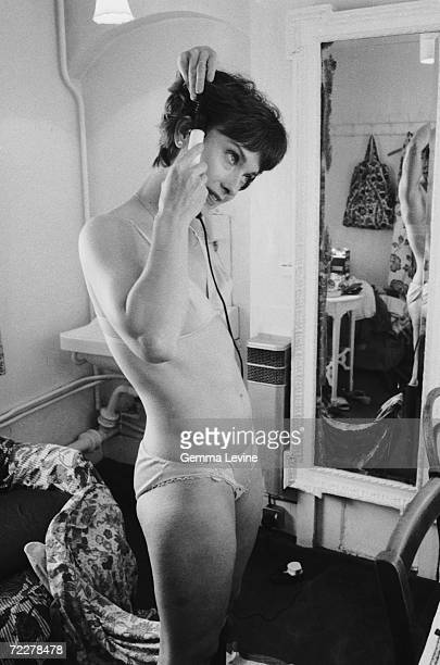 British actress Nicola Pagett styling her hair backstage at the Haymarket Theatre in London, 1980s.